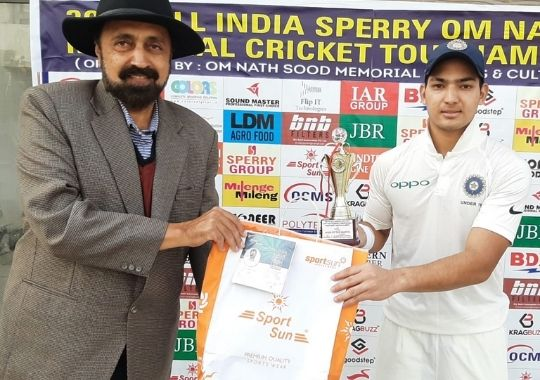Anuj's aggressive century, Shraddhanand College in pre-quarterfinals
